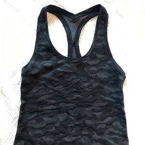 Cropped Lululemon black camp tank sz6